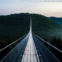 Thin suspension bridge